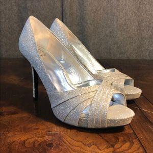 """I.Miller """"Finella"""" Dark Silver Heels Size 9.5M"""